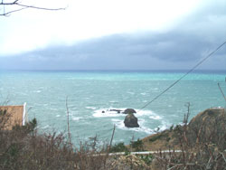 日本海と青海川弁天岩