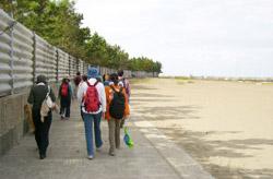 柏崎海岸を歩く