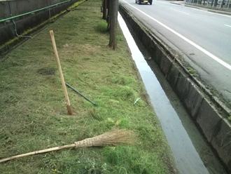 草刈と側溝掃除