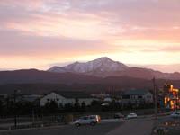 今年の冬は穏やかです。米山さんも夕日を受けて